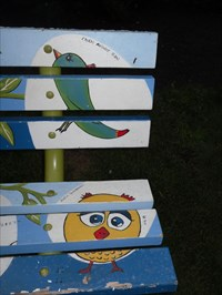 Petits oiseaux peint au bout du banc N0-3  Small birds painted in the end N0-3 bench