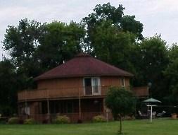 Looks like a safari hut to me.