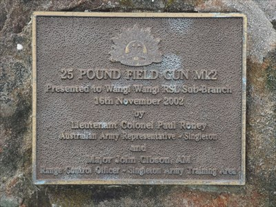 The bronze plaque for this 25 Pounder piece of artillery, outside the Wangi RSL.