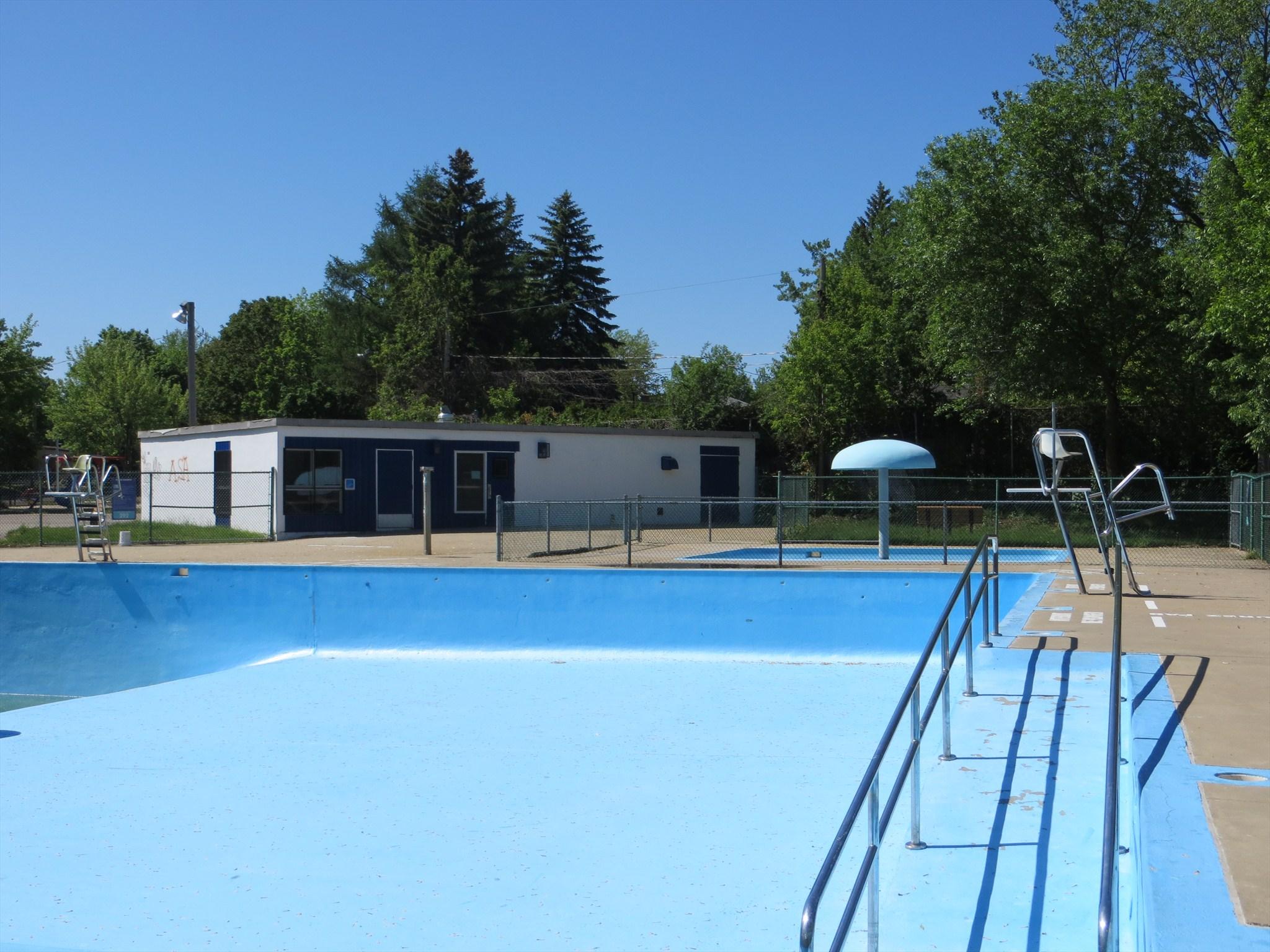 Piscine parc couvrette laval qc canada image for Photo piscine 8 par 4