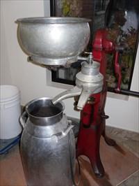 Vue différente de la centrifugeuse.  Different view of the centrifuge.
