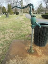 Water Pump #2 - Walnut Creek Cemetery - Worthington, OH, USA