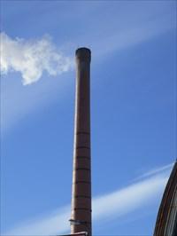 La cheminée la seul et unique a Ste-Thérèse et qui a employés beaucoup de Thérésiens depuis longtemps.  The single chimney Ste-Thérèse and has employed many Teresian long time.