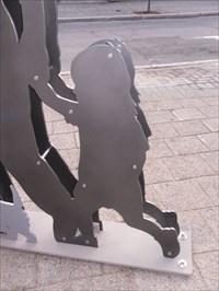 Photo rapproché de la fillette en silhouette.  Approached the girl in silhouette Photo.