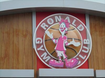 Photo amusante de cette enseigne prise sur la façade du Mac Donald de Tours Nord