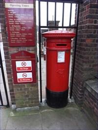 London Gate Pillar Box - Royal Hospital Road, Chelsea