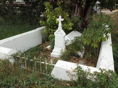 A different angle of view of the solitary grave at Muak Lek