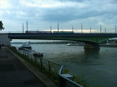 392 moduls at the Kennedy-Bridge in Bonn (Germany)
