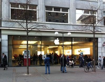 apple store bahnhofstrasse z rich switzerland apple stores on. Black Bedroom Furniture Sets. Home Design Ideas