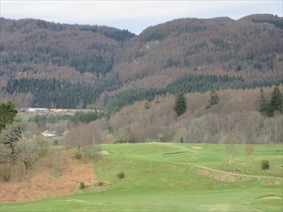The tee shot at the 6th, a short par 4. The player has the option of trying to drive the green, or laying up into the gully below.