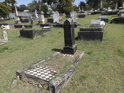 Location view of the headstone.1112, Sunday, 16 September, 2018