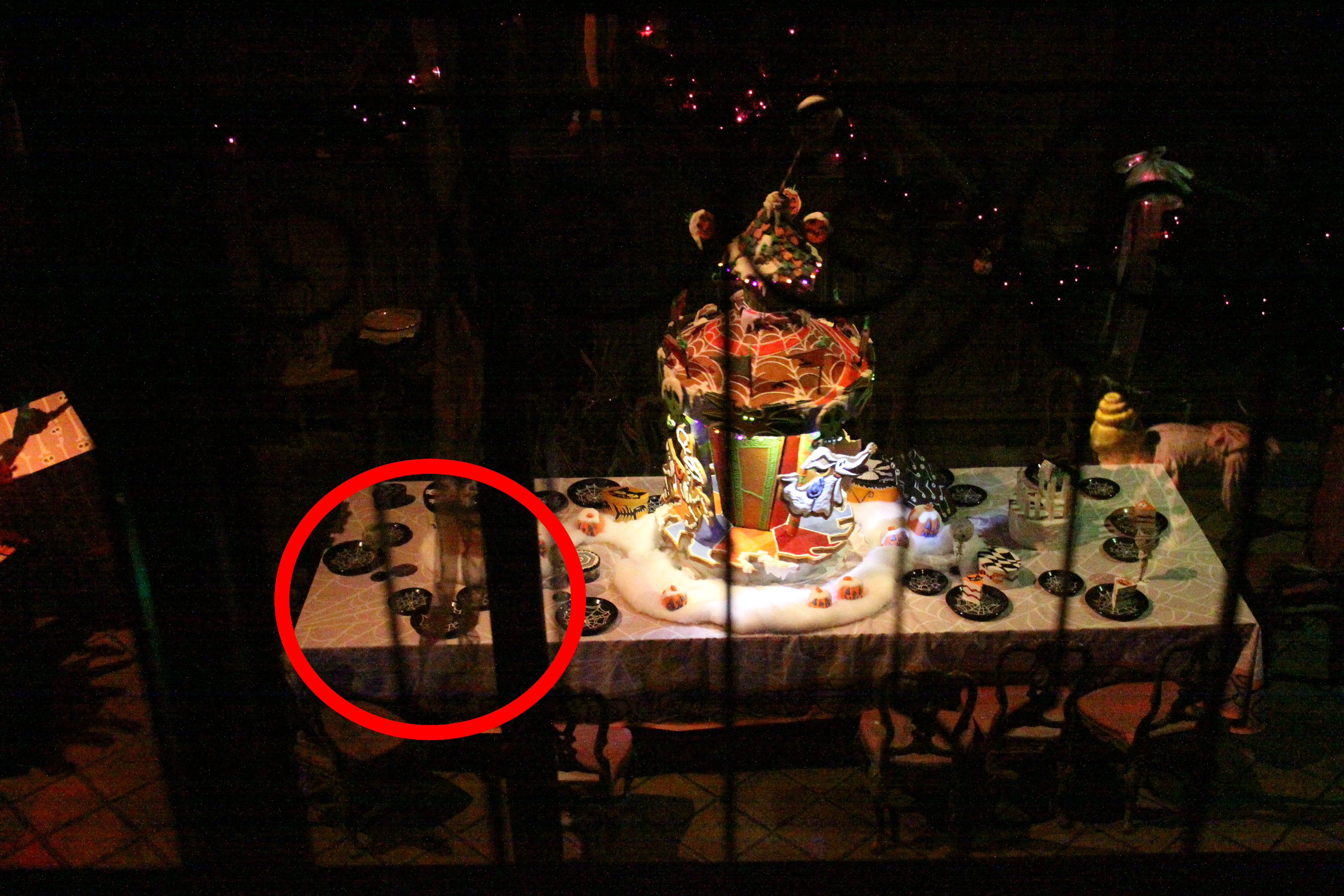 haunted mansion dining room table hidden mickey, dlr image