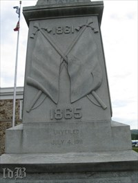 A relief of two crossed Confederate flags are on the front of the monument.