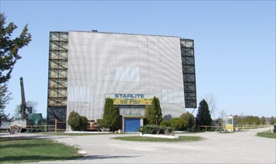 Starlite drive in theatre shipka ontario canada drive for Drive in movie theaters still open