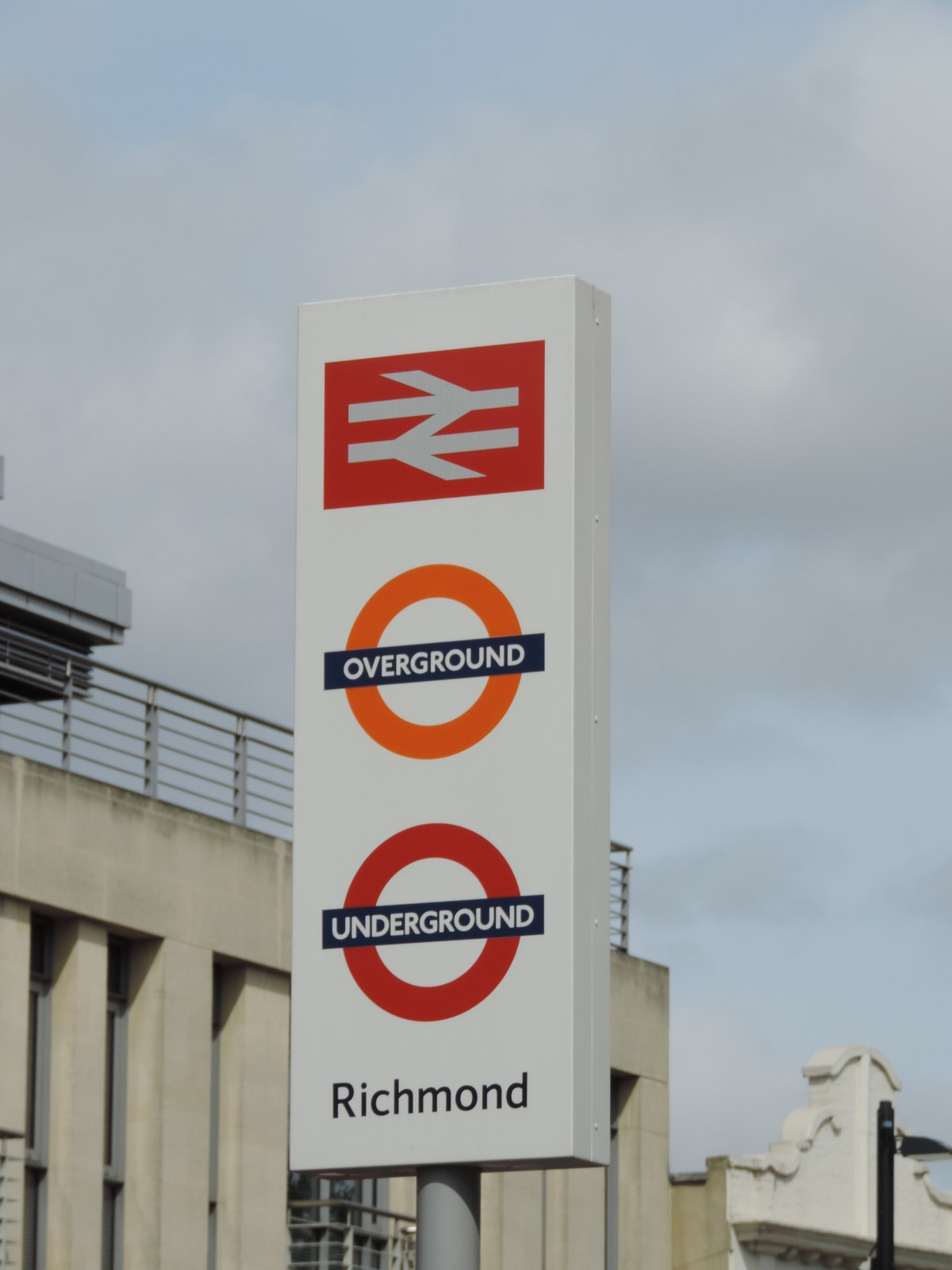 how to get to richmond station