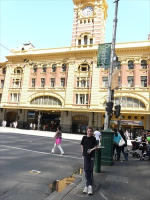 One Gozanator at Flinders st (OMG NO CLOCKS!!!) With the now defunct GPS