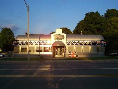 Fleetwood diner lansing mi dining car restaurants on for Motor cars lansing mi