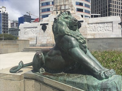 wellington cenotaph lions wellington new zealand lion statues