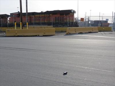 GPSr, Near Train Crossing Port Entrance, Oakland, CA