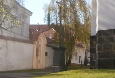 Kríž u kostela Sv. Gotharda - Ceský Brod