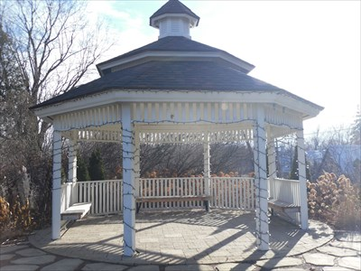 La Pergolas de la Maison Hamilton. Rosemère. The Gazebos La Maison Hamilton. -Rosemère. -Québec