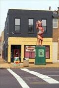 Image for Cherokee Street sculptor is his own worst critic  - St. Louis MO