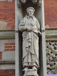 John Fisher St S Street Cambridge Uk Statues Of Historic Figures On Waymarking