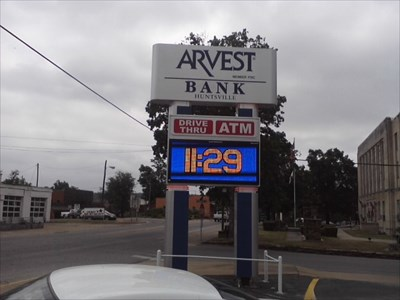 Arvest Bank Time & Temperature - Huntsville AR - Time and