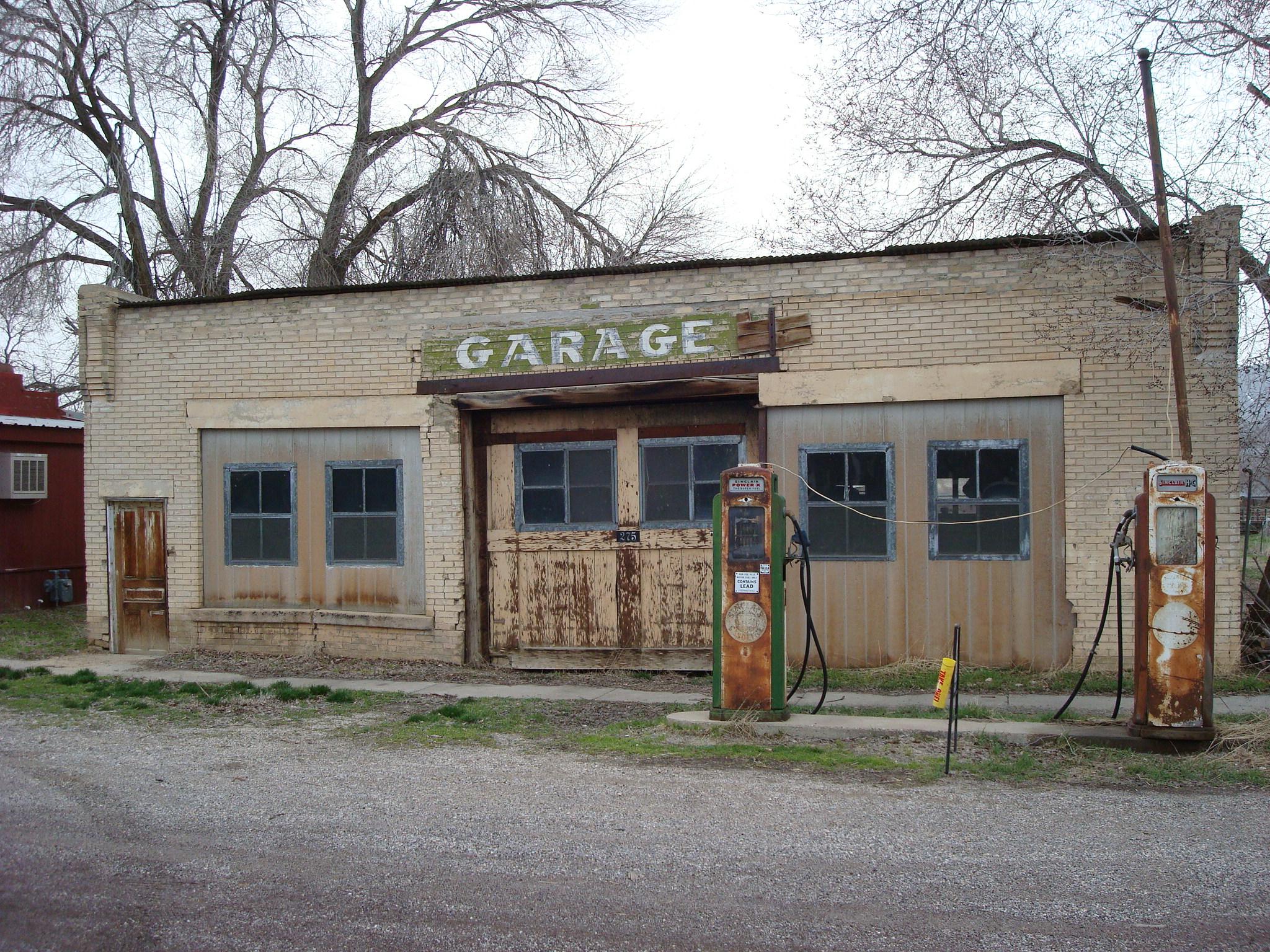 Garage & Filling Station