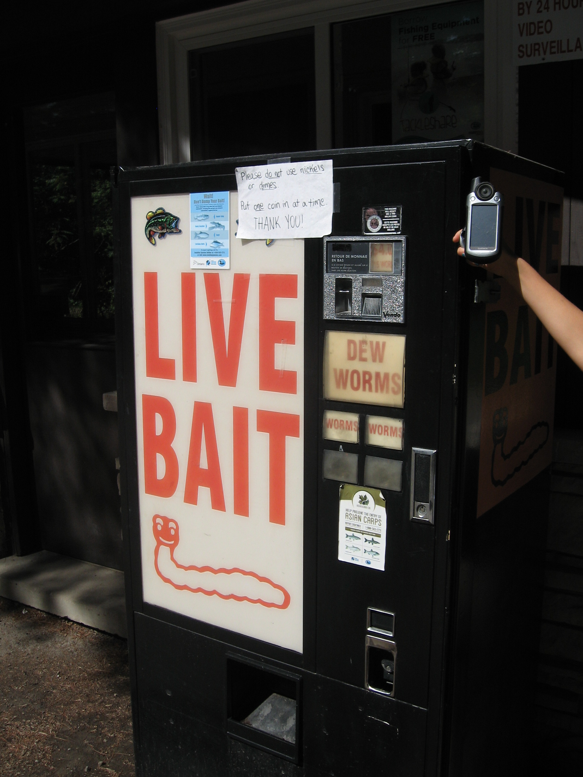 Rockwood CA Dew Worm Vending Machine - Rockwood, ON - Bait