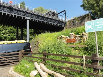 The metal structure is a short aqueduct carrying the boats and connecting them with the boat lift and the Trent and Mersey Canal.