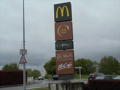 Pancarte de présentation du Mac Donald de Tours Nord.