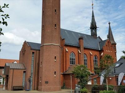 Kirche und Brunnen