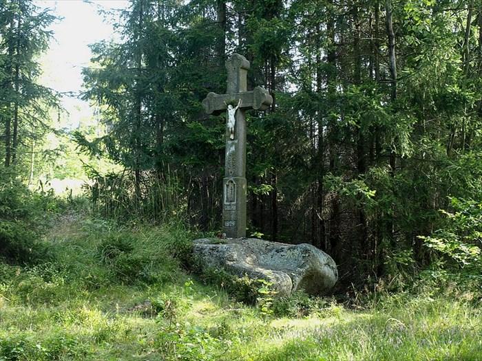 Kříž svatého Ivana, zdroj: http://www.waymarking.com/waymarks/WMAKA0_Kr_sv_Ivana_St_Ivan_cross_Hora_sv_Ivana_Czech_republic