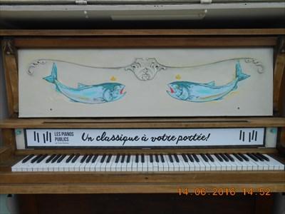 Le piano public. Un Classique a votre disposition.  The public piano. A Classic at your disposal.
