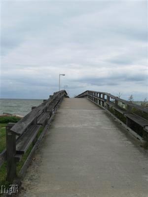 The pier is handicap-accessible.