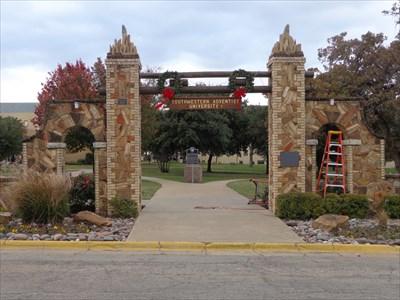 Southwestern Adventist University >> Mizpah Gate Southwestern Adventist University Keene Tx