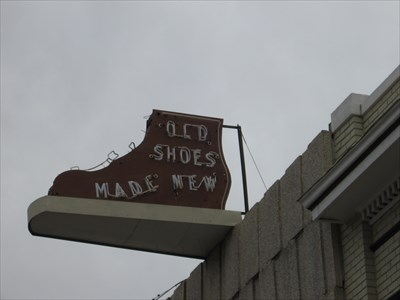 Closeup of the unlit sign.