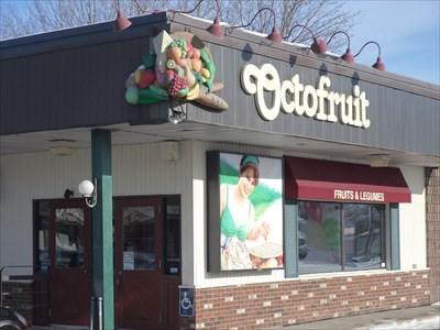 Épicerie Octofruit et son assiette fruits et  légumes sur le coin au dessus de l