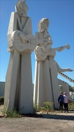 **LEGACY **36 Foot-Tall Statues Of The Beatles - Houston, TX WMA7HX