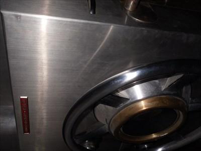 Photo sur le plan de la roue qui enclenche la sécurité  une fois la porte fermer et la roue tourner.  Photo on the wheel plane that triggers the safety  when the door closed and turn the wheel.