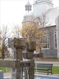 Fontaine et le clocher de l