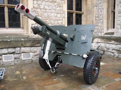 British 25 Pounder Field Gun, 1943 - London, UK - Static