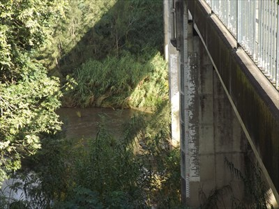 The flood level gauges on the eastern side of the bridge.