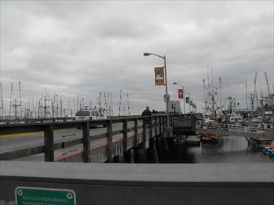 Johnson pier pillar point harbor half moon bay for Half moon bay pier fishing