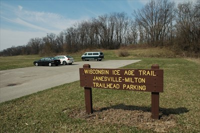 I parked my van here on my Milton to Janesville hike in the IAT