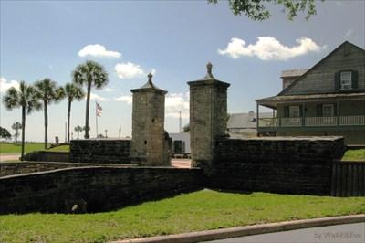 by Wall-E&Eva St. Augustine City Gates, Florida