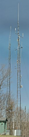 These are the vertical and link towers. 10m is further down the back of the hill with in/out antenna separated at 600 feet horizontal