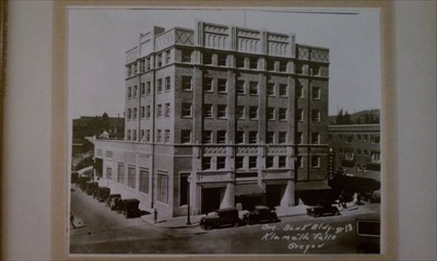 Picture of the Oregon Bank Building in the early years.