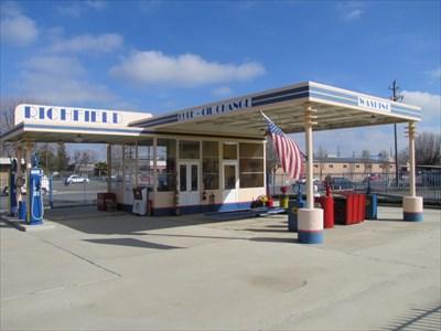Richfield Service Station - Coalinga, CA - Vintage Gas Stations on